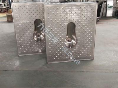 平台式不锈钢蹲便器 整体地板式厕具 采用1.2加厚板材-- 泊头市三龙铁路车辆配件厂