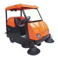 旧尼大型驾驶式扫地车V6